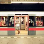 Flirtvänlig vagn rullar i tunnelbanan