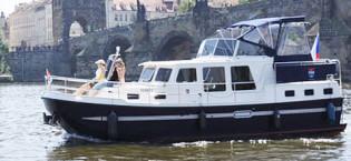 Hyr en flodbåt