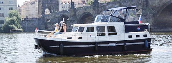 Bo på en flodbåt